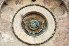 Della Ragione Palazzo с dell& x27 Torre; Orologio & x28; & x22; Часы Tower& x22; & x29; Mantua, Стоковое фото RF