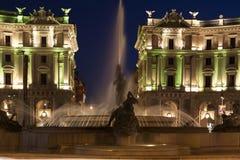 Della Repubblica de Piazza par nuit Photos stock
