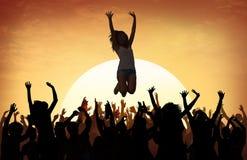 Della spiaggia di estate di musica di concerto concetto ricreativo di inseguimento all'aperto immagine stock libera da diritti