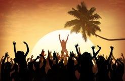 Della spiaggia di estate di musica di concerto concetto ricreativo di inseguimento all'aperto fotografie stock