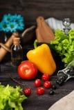 Della verdura vita ancora Il processo di cottura dell'insalata di verdure immagine stock libera da diritti