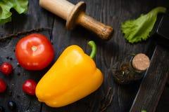 Della verdura vita ancora Il processo di cottura dell'insalata di verdure immagini stock libere da diritti