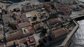 Della via città dentro di Alicante Abitazione tipica, edifici residenziali, case, architettura nel centro urbano nell'estate stock footage