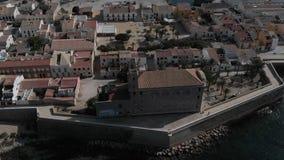Della via città dentro di Alicante Abitazione tipica, edifici residenziali, case, architettura nel centro urbano nell'estate video d archivio