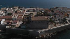 Della via città dentro di Alicante Abitazione tipica, edifici residenziali, case, architettura nel centro urbano nell'estate archivi video