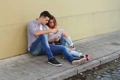 delle coppie allievi all'aperto Fotografia Stock Libera da Diritti