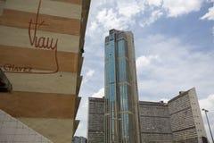 Delle costruzioni città dentro di Caracas con la firma di Chavez Immagine Stock