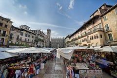 Delle Erbe, Vérone, Italie, l'Europe de Piazza Photographie stock libre de droits