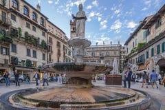 Delle Erbe Verona de la plaza Fotos de archivo