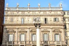Delle Erbe Verona Veneto It di Mark LionPalazzo Maffei Piazza del san fotografia stock libera da diritti
