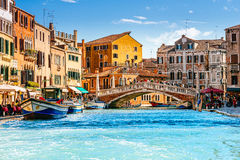 Delle Guglie Ponte (мост шпилей) в Венеции, Италии Стоковая Фотография RF
