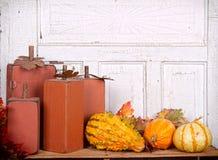 Delle zucche di autunno vita di legno ancora Immagini Stock