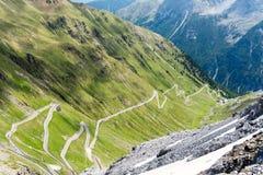 Dello Stelvio di Passo della strada della montagna delle alpi Fotografie Stock