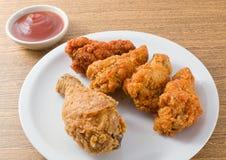 Delocious Fried Chicken Wings con la salsa de tomate Foto de archivo libre de regalías