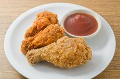 Delocious Fried Chicken Wings profundo con la salsa Fotografía de archivo