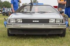 DeLorean DMC-12 Z powrotem Przyszłościowego samochodu modela Frontowy widok Zdjęcie Stock