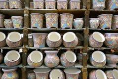 Delores Hidalgo, Mexique 10 janvier 2017 : Pots peints sur l'affichage images stock