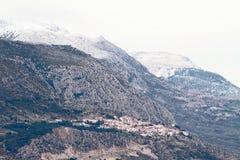 Delphes et bâti Parnassos à l'hiver Images libres de droits