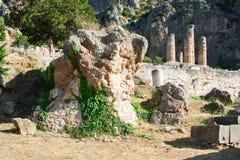 Delphes, Grèce : Roche de la sibylle près du temple d'Apollo, centre de culture du grec ancien photo stock