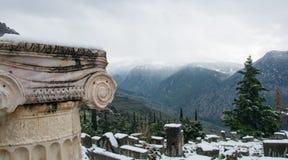 Delphi arkeologisk plats Sikt till de närliggande bergen royaltyfria foton