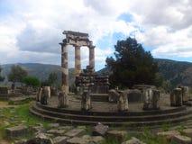 Delphi, das Tholos am Schongebiet von Athena Pronoia lizenzfreie stockfotos