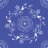 Delphinium και τριαντάφυλλα Στοκ εικόνες με δικαίωμα ελεύθερης χρήσης
