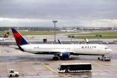 Delta Air Lines Boeing 767 Fotos de Stock