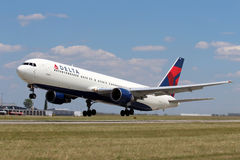 Free Delta Air Lines Boeing 767 Stock Photos - 32750143