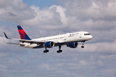 A Delta Air Lines Boeing 757 aircraft landing Royalty Free Stock Image