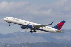 Delta Air Lines Boeing 757 flygplan Royaltyfria Foton