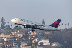 Delta Air Lines flygbuss A319-114 N336NB som avgår San Diego International Airport Arkivbild