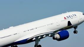 Delta Air Lines sacó del aeropuerto de Schiphol, visión de debajo metrajes
