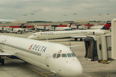 Delta Aircraft in Atlanta Royalty Free Stock Photos