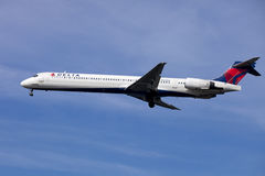 Delta airline passenger jet (McDonnell Douglas MD-90) Royalty Free Stock Images