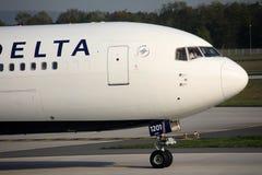 Delta Airlines в авиапорте Мюнхена, конце-вверх Стоковые Изображения RF
