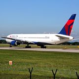 Delta Airlines Boeing 767, Manchester Photos stock