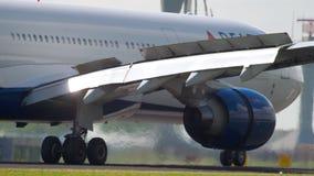 Delta Airlines-Luchtbus 330 die landen stock video