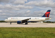 Delta Airlines-Luchtbus a-320 straal Stock Foto