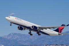 Delta Airlines-Luchtbusstraal stock afbeeldingen