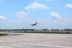 Delta Airlines på ATL Royaltyfri Fotografi