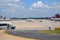 Delta Airlines på ATL Royaltyfri Foto