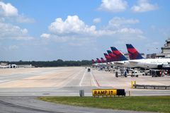 Delta Airlines på ATL Arkivfoto