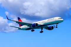 Delta Boeing 757. Delta Airlines Boeing 757 approaching to land royalty free stock image