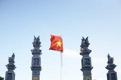 Delta del Vietnam, fiume Rosso Bandierina vietnamita fotografie stock
