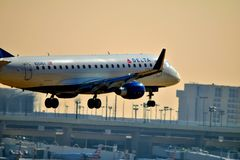 Delta Embraer ERJ-170 coming in for a landing royalty free stock image