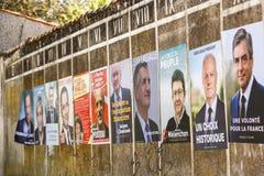Delta i en kampanj affischer för det 2017 franska presidentvalet i en liten by Fotografering för Bildbyråer