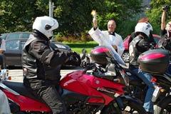 Deltagare av den 14th internationella motorcykeln Katyn samlar Arkivfoto