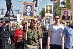 Deltagare av det odödliga regementet - offentlig handling, som deltagare bar under ståenden Royaltyfria Bilder