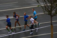 Deltagare av maraton för Moskva 6 royaltyfri foto