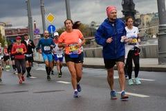 Deltagare av maraton för Moskva 6 arkivfoton